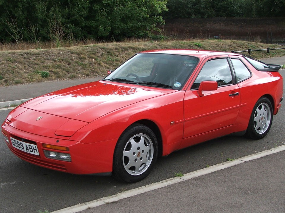 Drivers Generation Cult Driving Perfection Porsche 944 S2