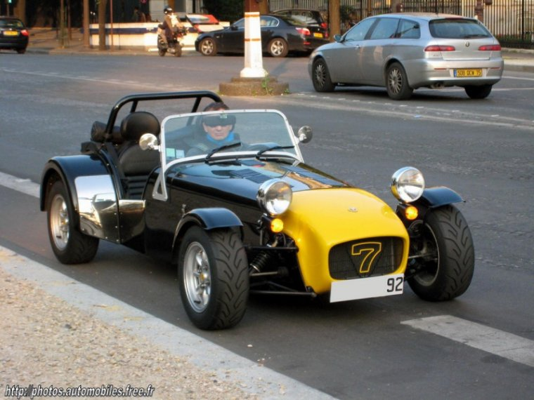 drivers generation cult driving perfection caterham 7 roadsport. Black Bedroom Furniture Sets. Home Design Ideas